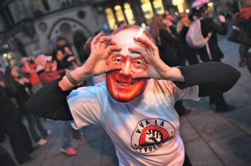 Town Hall protester wearing a mask